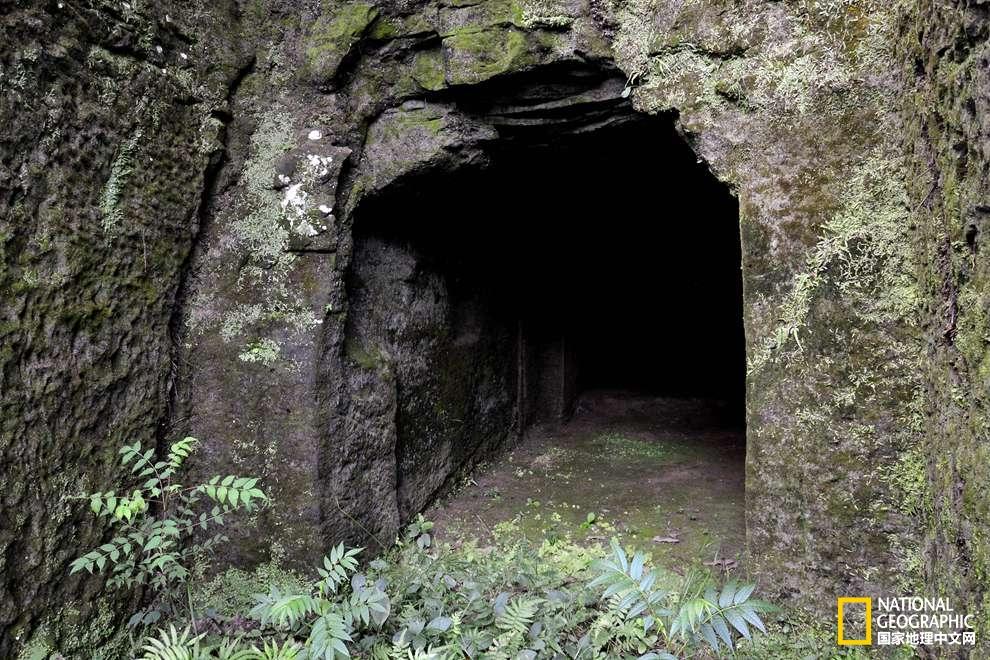 回访崖墓:走入岩间的汉朝时光