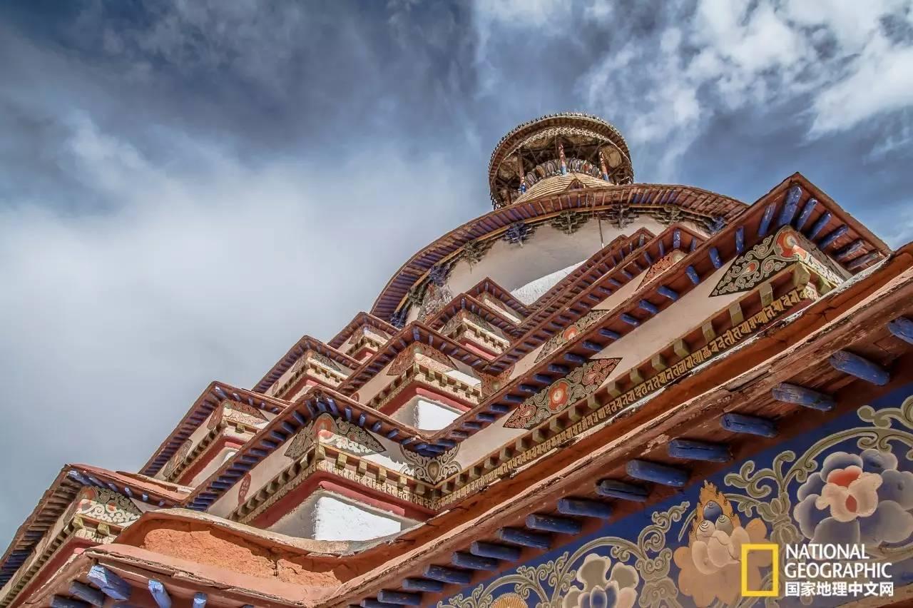 极致之旅  万佛塔 万佛塔塔高九层,高达32米,有77间佛殿,108个门.