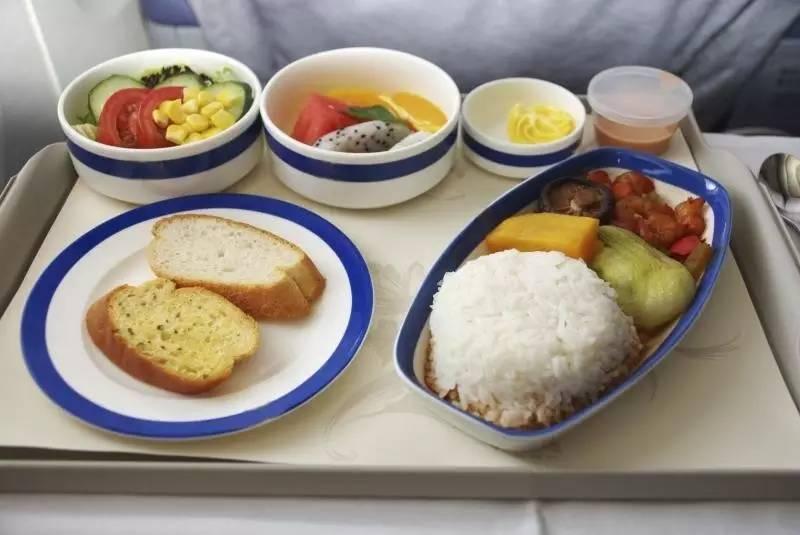 各国航空飞机餐大比拼:这些居然都能在经济舱免费吃到