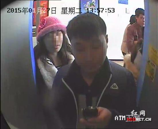 警方通过视频对比锁定犯罪嫌疑人。