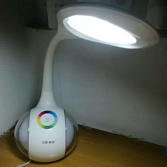 三雄极光晶炫LED护眼灯