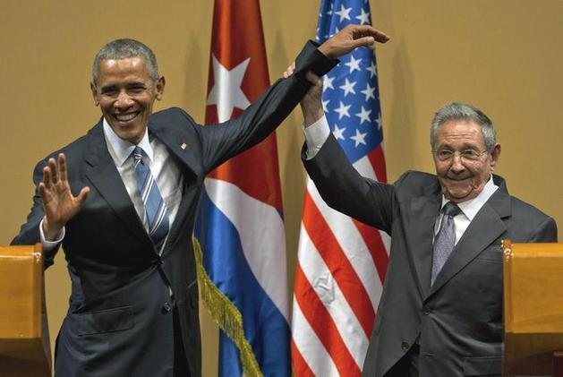 .图为奥巴马和古巴总统劳尔.卡斯特罗.(图片来源:法新社)-法