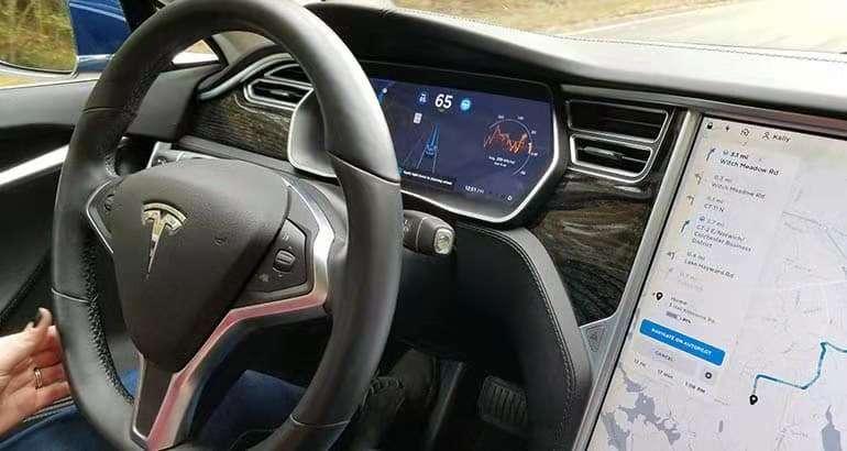 """消费者报告测试结果 Autopilot系统""""驶出匝道""""功能不完善"""