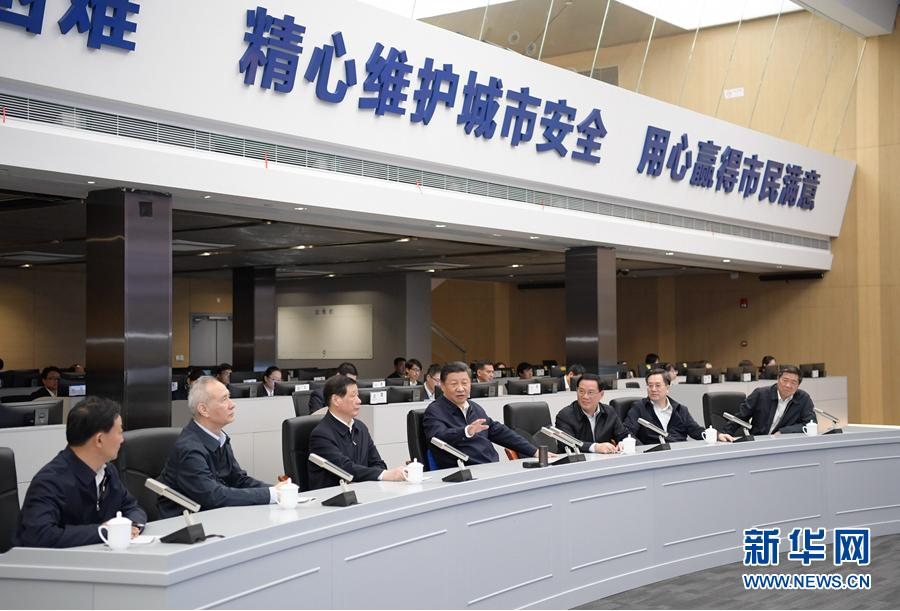 這是習近平在浦東新區城市運行綜合管理中心了解上海在推進城市精細化管理方面的做法。 新華社記者李學仁攝
