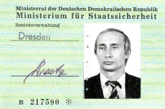普京间谍证件曝光 曾是东德史塔西秘密警察