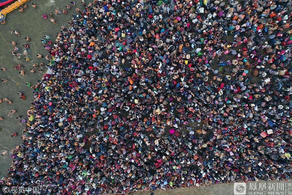 印度大壶节(Kumbh Mela):数百万信徒沐浴净身