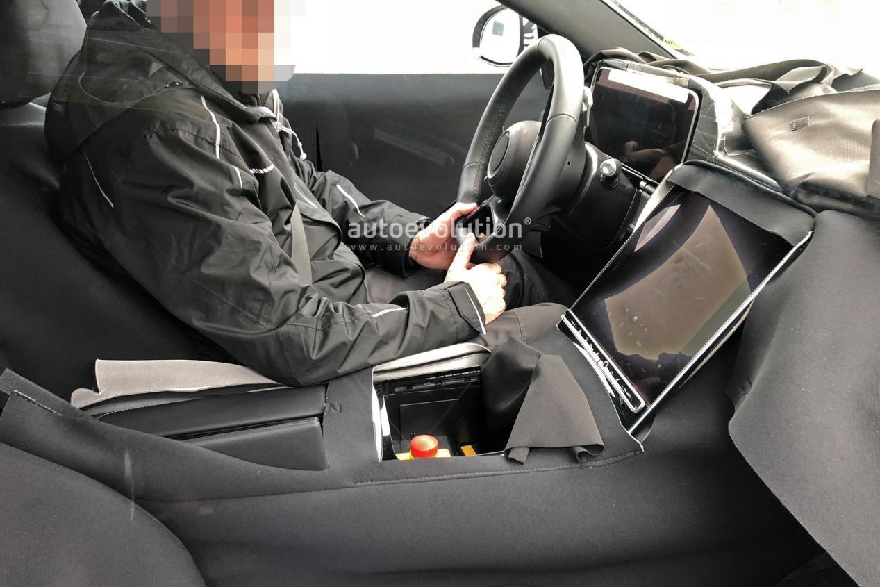 全新梅赛德斯就站在窗前】-奔驰S级内饰曝光 中控大屏尺寸碾压特斯拉