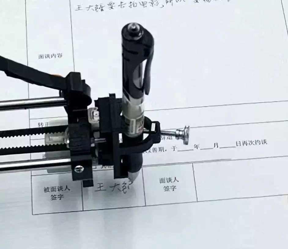 写字机器人抄作业生意火爆 商家称卖断货