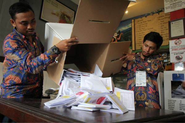 1.93亿选民投票全靠人工数 印尼大选已累死272人