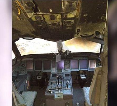 俄航客机起火 俄罗斯公布俄航起火后驾驶室和机舱照片