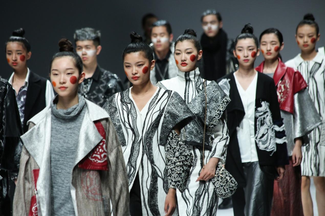 闽南理工学院学生毕业设计作品首次亮相尚坤塬·2019中国国际大学生时装周