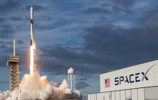 """美国一箭投放60颗卫星 马斯克组互联网""""星链"""""""