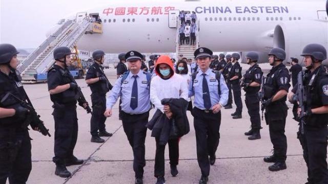 近百名台湾诈骗犯被押回北京 狂言:我不是中国人