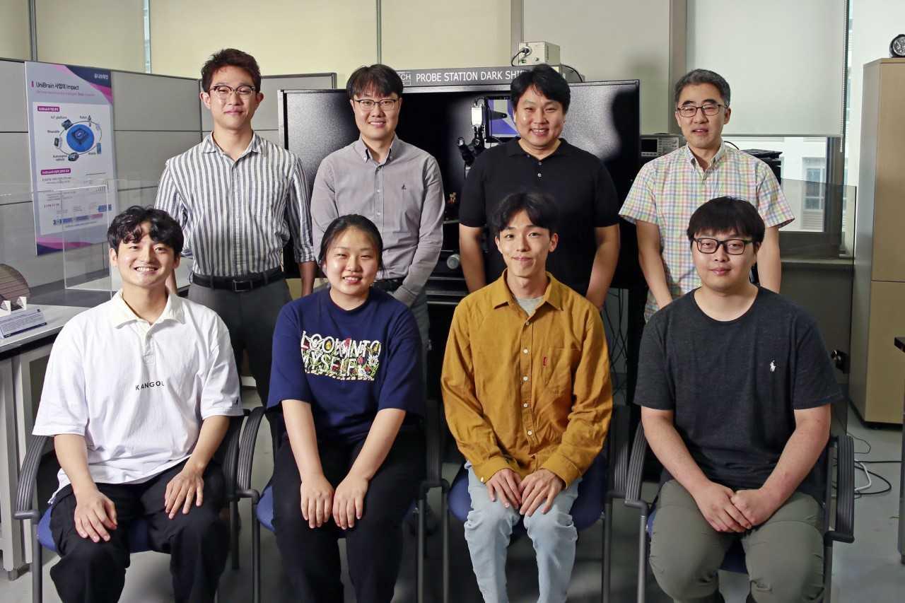 开发三元金属氧化物半导体的韩国科技团队