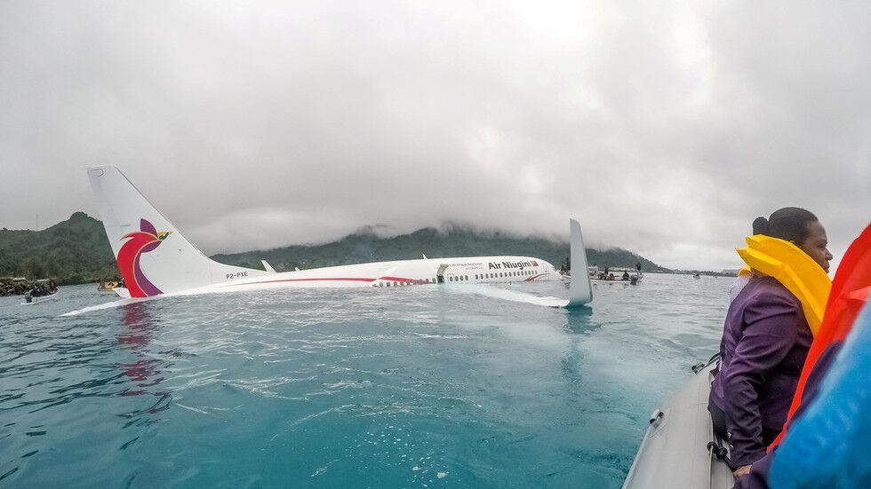 最后画面公布!波音737坠海前驾驶舱