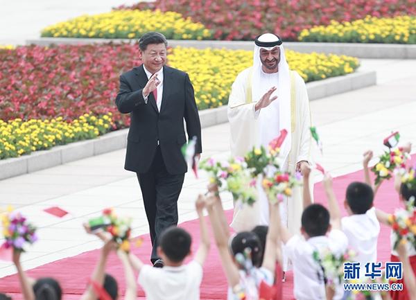 7月22日,国家主席习近平在北京人民大会堂同阿联酋阿布扎比王储穆罕默德举行会谈。这是会谈前,习近平在人民大会堂东门外广场为穆罕默德举行欢迎仪式。 新华社记者庞兴雷摄