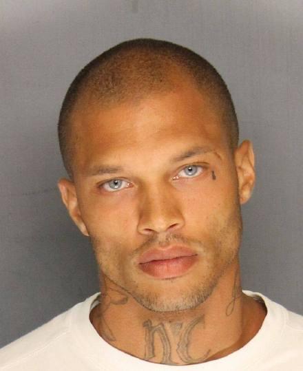 美國最帥囚犯:因非法持有槍支彈藥等6項罪名被判入獄27個月
