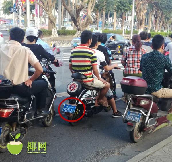 上海电动车假牌照_海口电动车有9字开头车牌?真的!上牌标准不变_海南频道_凤凰网