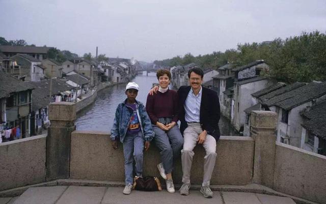 军事资讯_侃爷原来曾是南京娃 上小学太皮还被请过家长_江苏频道_凤凰网