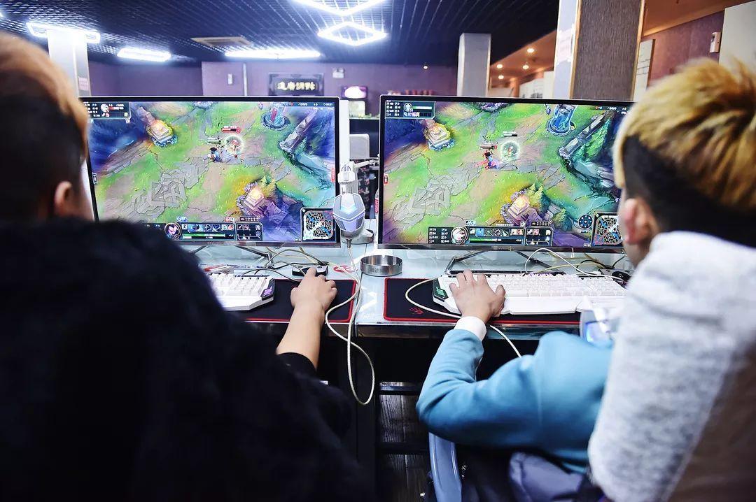 军事资讯_中小学生作业繁多 而大学生打游戏的时间很多_凤凰游戏