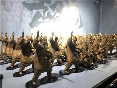 """体育资讯_战斗兵马俑 """"超活化""""文物受西安市民青睐_陕西频道_凤凰网"""