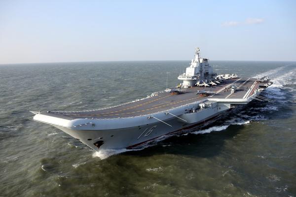 军事报道_在12月29日的央视《军事报道》中曝光辽宁舰舰艇编队远海训练的画面