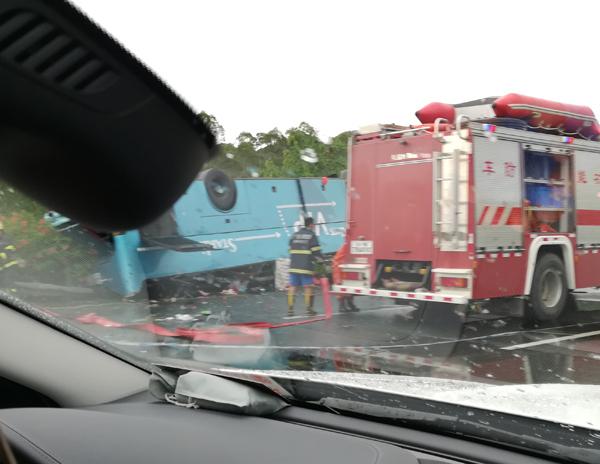 广东龙门发生客车侧翻事故致19人死亡 网络热点 第3张
